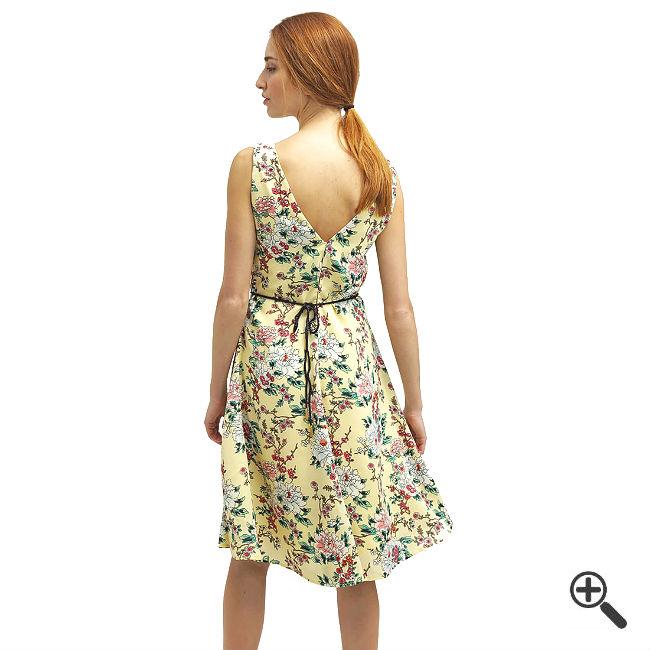 Leichtes Sommerkleid in knielang